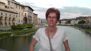 Mamma i familjen. 43 år gammal. Jobbar som doktorand på institutionen för Filosofi, Lingvistik och Vetenskapsteori vid Göteborgs universitet. Forskar på dialogsystem i bil och hur det ska anpassas till förarens kognitiva belastning.